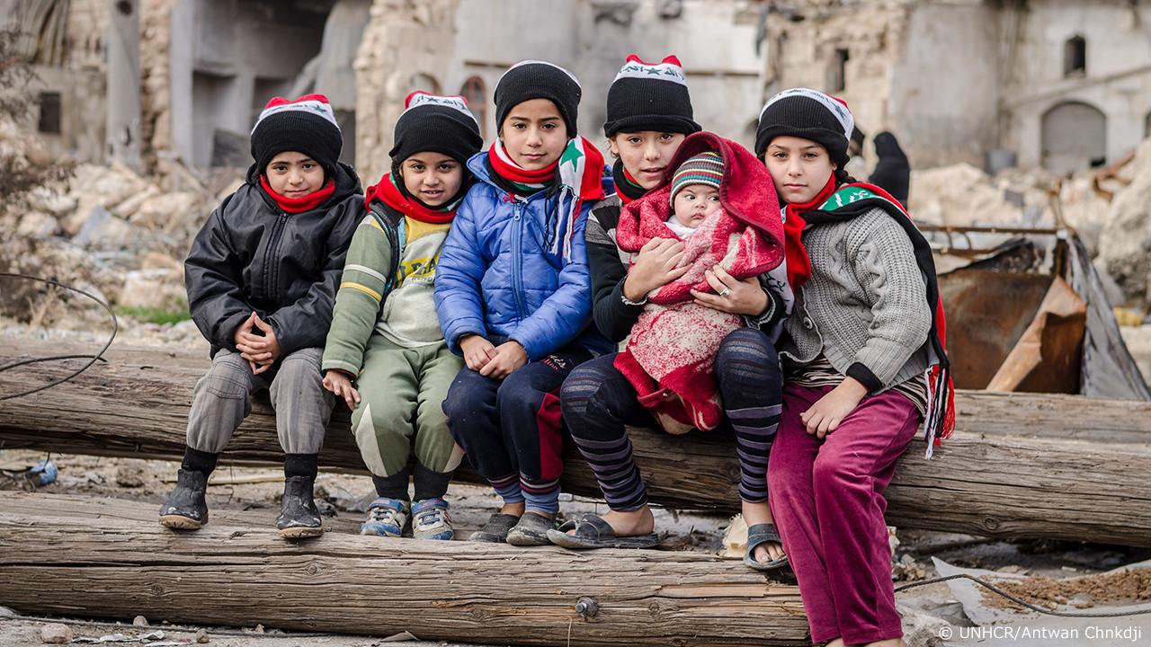 [シリア難民危機:人々は今も、無差別な爆撃に苦しんでいます]の画像